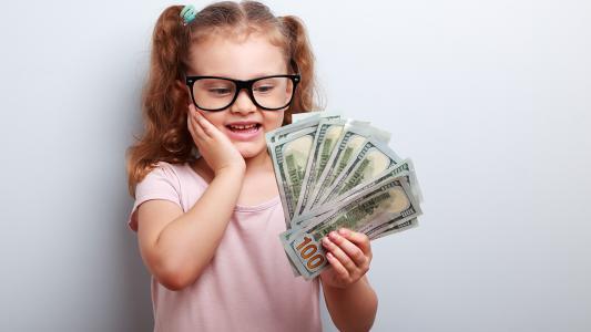 4 خطوات لبناء الثقة المالية في سلوك الطفل