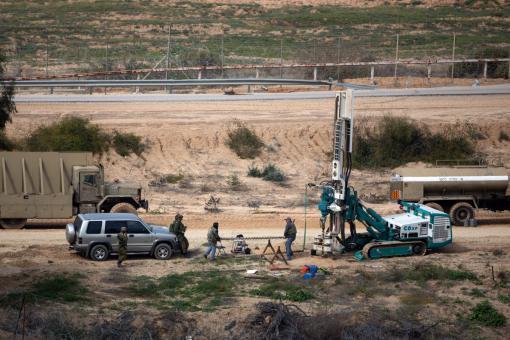 دون تفجيرات.. الاحتلال يشرع بسد أنفاق حزب الله