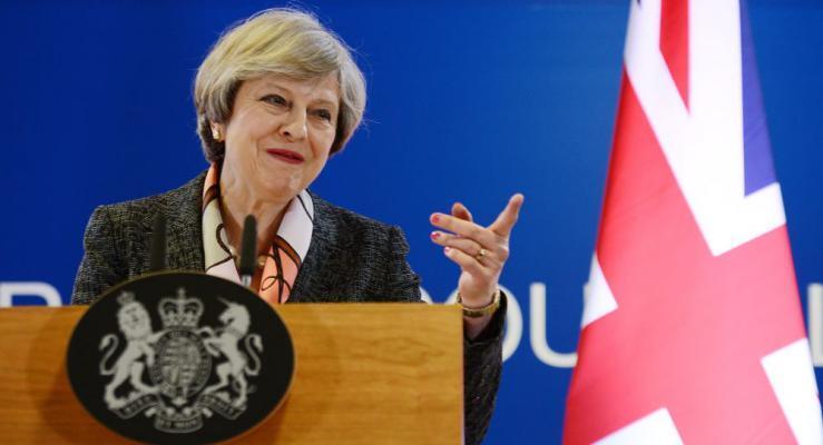 المعارضة البريطانية تستعد لسحب الثقة من رئيسة الوزراء