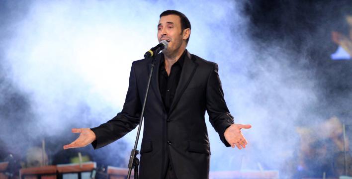 """كاظم الساهر يوافق على مقترح الصدر باعتماد أغنية """"سلام عليك"""" نشيدًا جديدًا للعراق (فيديو)"""