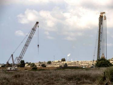 مستوطنون يشرعون بأعمال توسعة جنوب نابلس