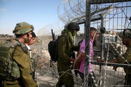 الاحتلال يعتقل 10 مواطنين فجر اليوم من محافظات الضفة الغربية