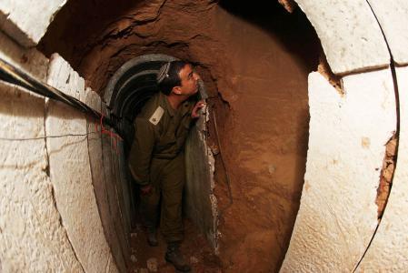 هآرتس: كشف انفاق غزة أعقد من كشف أنفاق حزب الله