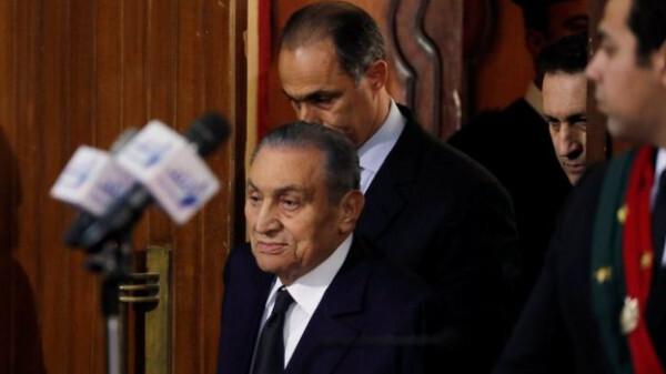 حسني مبارك: مقتحمو السجون عناصر من حماس تسللت من غزة