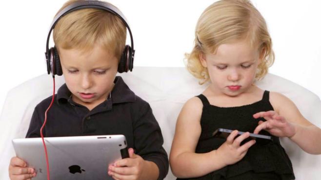 تأثير استخدام الأطفال لـالتابلت على نموهم العقلي