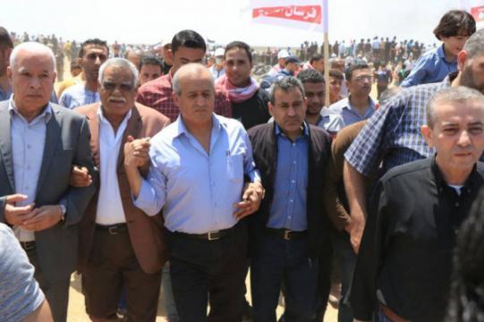 """آلاف الفلسطينيين يتظاهرون ضد الانقسام و""""صفقة القرن"""" في رام الله وغزة"""