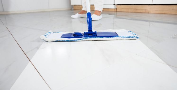 حيلة بسيطة من 3 خطوات تضمن لكِ إعادة اللمعان لبلاط منزلك!