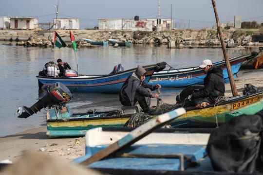 الاحتلال يتراجع عن قرار تقليص مساحات الصيد في قطاع غزة