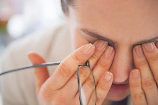 هل تلوث الأسنان يؤدي إلى ضعف النظر؟