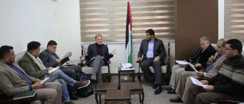 أبو الريش يطلع مدير مكتب الصحة العالمية على خطورة الأوضاع بغزة