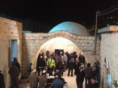 مئات المستوطنين يقتحمون مقامات عورتا بحماية الجيش الإسرائيلي