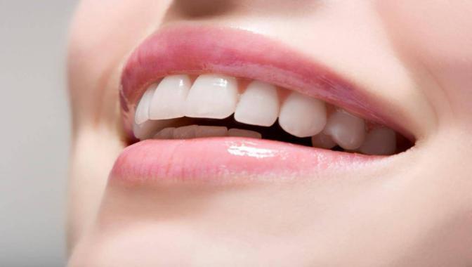 """هل """"مضمضة البنزين"""" تحمي الأسنان من التسوس؟"""