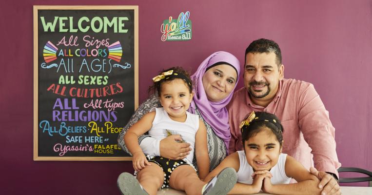 كيف حاز مطعم لاجىء سوري على جائزة أروع مكان في أمريكا (فيديو)