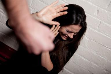 """الضرب حتى الموت لـ سيدة اعترفت لزوجها بهذه """"المصيبة"""".. التفاصيل"""