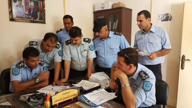 المركز الفلسطيني يطالب بعودة موظفي السلطة الفلسطينية إلى معبر رفح