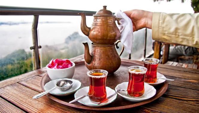 ماذا يفعل الشاي والعصائر المحلاة بجسمك ؟