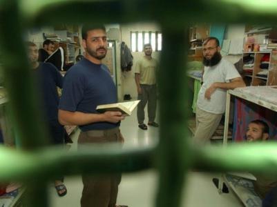 """10 من أهالي أسرى غزة يزورون 7 أسرى بـ""""نفحة"""""""