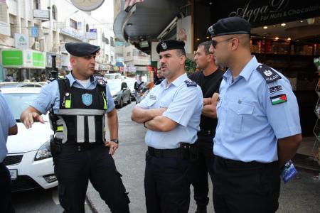 الشرطة توجه تحذيراً لسكان الخليل