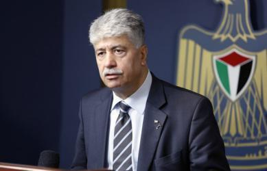 مجدلاني: القيادة تبحث تشكيل حكومة منظمة التحرير وسحب موظفي المعبر أول خطواتها