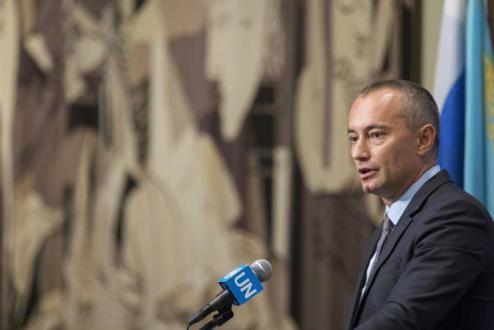 ميلادينوف يحذر من كارثة إنسانية محتملة في قطاع غزة