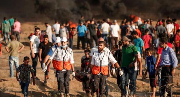 شهيد وإصابات خلال قمع الاحتلال للمشاركين في مسيرات العودة
