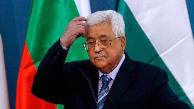 وزير إسرائيلي يدعو لمنع أبومازن من العودة لفلسطين حال مغادرتها