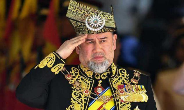 هل تخلى ملك ماليزيا عن العرش بسبب ملكة جمال موسكو؟