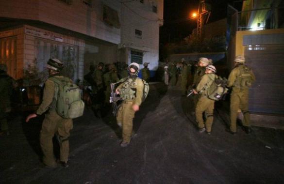 الاحتلال يعتقل 10 مواطنين بالضفة الغربية
