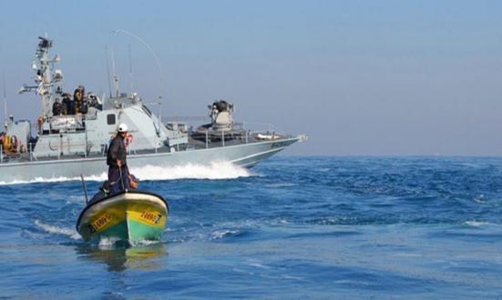 """إذاعة عبرية: حماس """"ابتزت"""" إسرائيل لتوسيع مساحة الصيد بعد سقوط """"قتلى"""""""