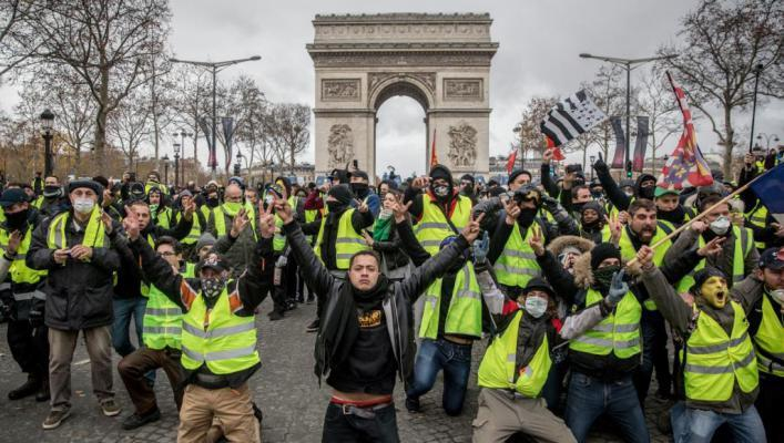 السترات الصفراء تخرج مجددا في فرنسا