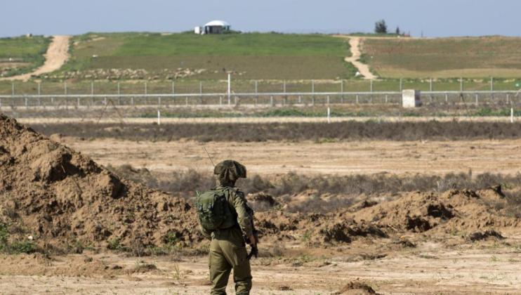 قناة إسرائيلية تكشف تفاصيل إصابة جندي صهيوني على حدود غزة
