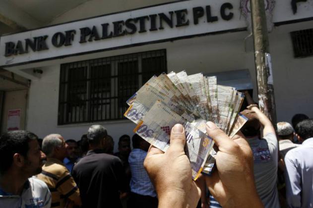 السلطة الفلسطينية مقبلة على أزمة مالية قد تؤثر على صرف رواتب الموظفين