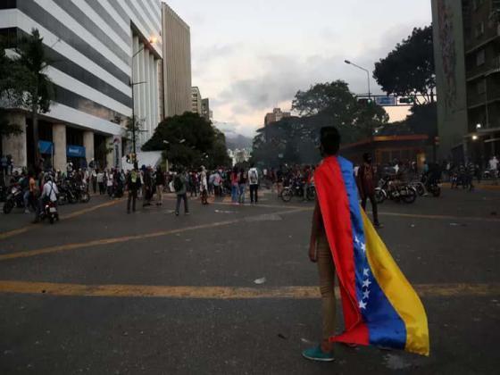 كوبا تتهم الولايات المتحدة ببدء تحرك عسكري للتدخل في فنزويلا