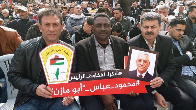 دائرة شؤون اللاجئين توزع منحة الرئيس محمود عباس لأربعمائة طالب وطالبة في مهرجان شعبي مهيب