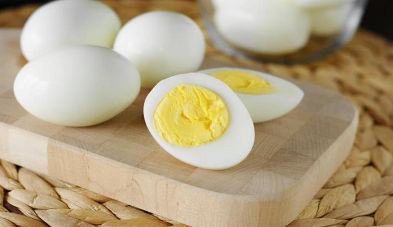 احذر.. البيض المسلوق يسبب السكتة الدماغية في هذه الحالة