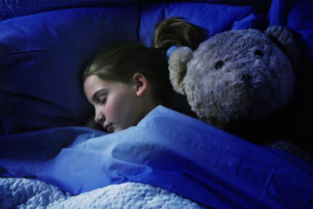 لماذا يجب غلق أبواب غرف الأطفال أثناء نومهم؟