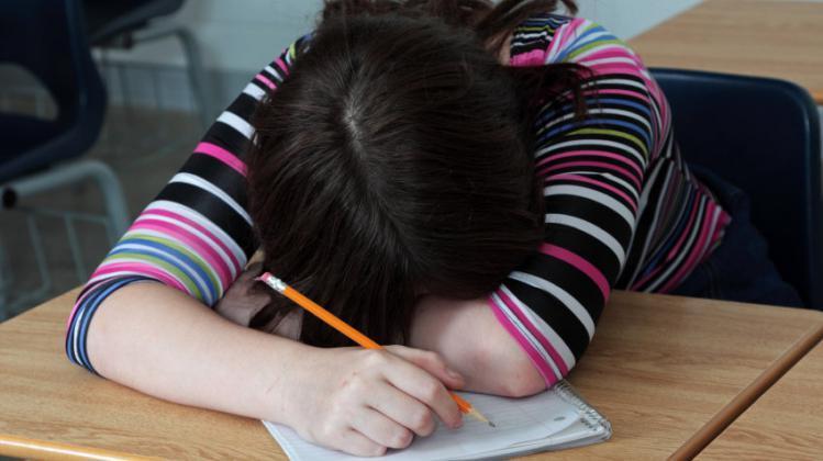 الدراسة على السرير أم المكتب.. أيهما أفضل لدماغك؟