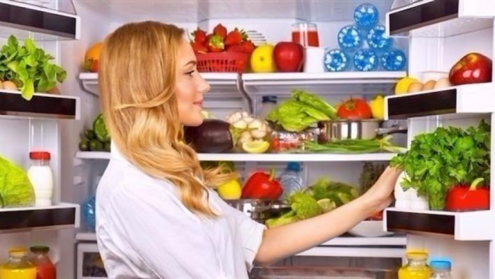 7 أنواع طعام لا تصلح أن تبقيها في ثلاجتك.. اخرجيها الآن!