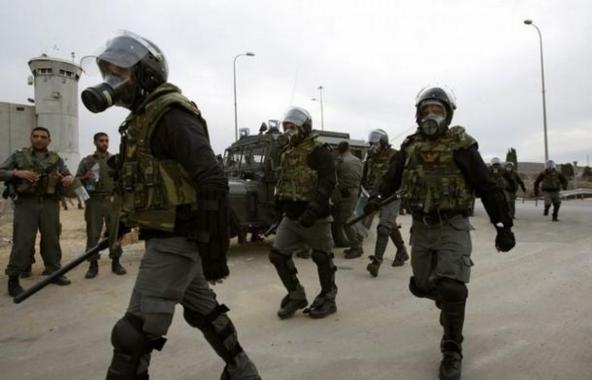 الاحتلال يشن حملة اعتقالات و يصادر مركبات في الضفة الغربية