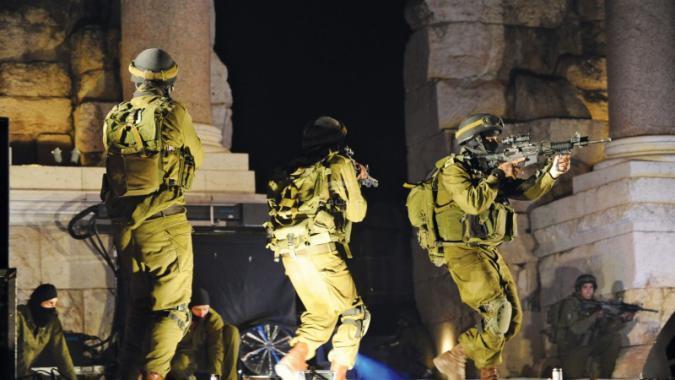 اعتقال 19 مواطنا بالضفة الغربية من بينهم أم شهيد وزوجة أسير