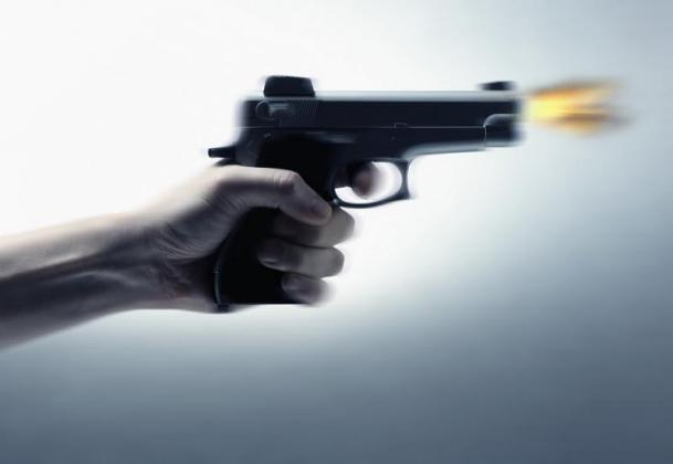 5 أفراد من عائلة واحدة أمطروا جيرانهم بالرصاص وقتلوا اثنين منهم!