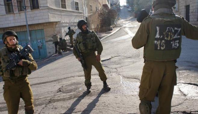 اصابة 30 طفلا بالاختناق بينهم حالة حرجة جراء اعتداءات الاحتلال ومستوطنيه على مدرسة الخليل