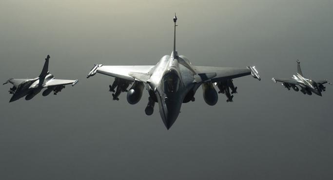 باكستان تسقط طائرتين هنديتين وتأسر أحد طياريها