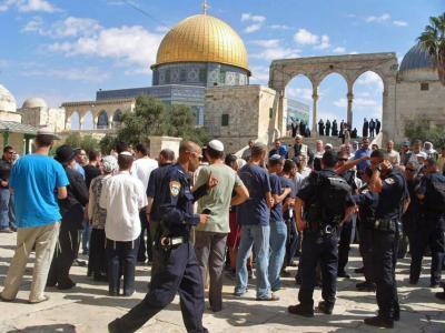 الرئاسة تدين إجراءات الاحتلال في المسجد الأقصى المبارك وعلى بواباته