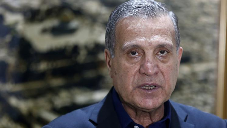 الرئاسة: تداعيات خطيرة على المستويات كافة لقرار اقتطاع رواتب الشهداء والأسرى