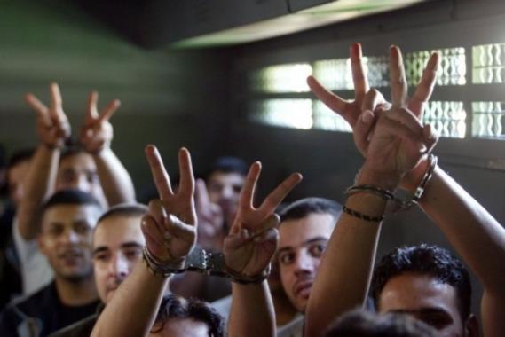 أنباء عن طعن جنديان إسرائيليان أثناء عملية قمع للأسرى الفلسطينيين