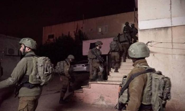 حملة اعتقالات ومداهمات في مدن الضفة الغربية