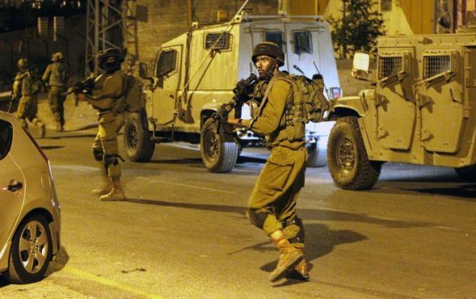 اعتقالات ومداهمات لـ قوات الاحتلال بالضفة الغربية