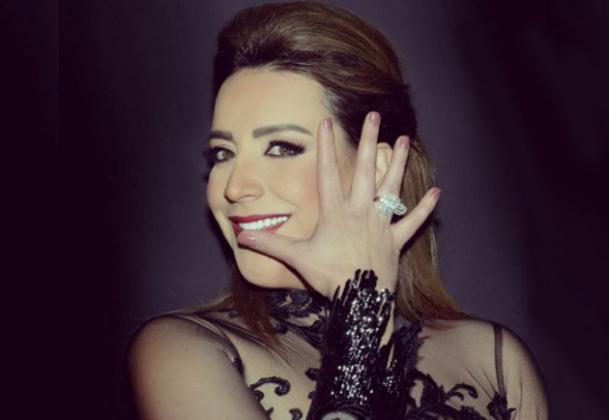 """شكران مرتجى تحصل على """"وسام"""" من الرئيس محمود عباس! (صور)"""