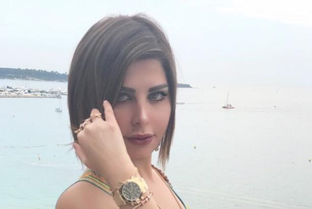 شاهد| شمس الكويتية تثير انتقادات جمهورها بحذاء من الذهب.. وهكذا ردت